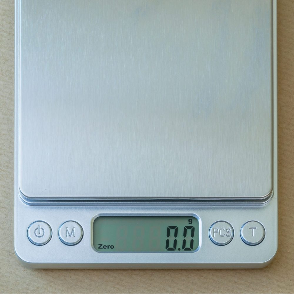 Pocket coffee scale screen with backlight off
