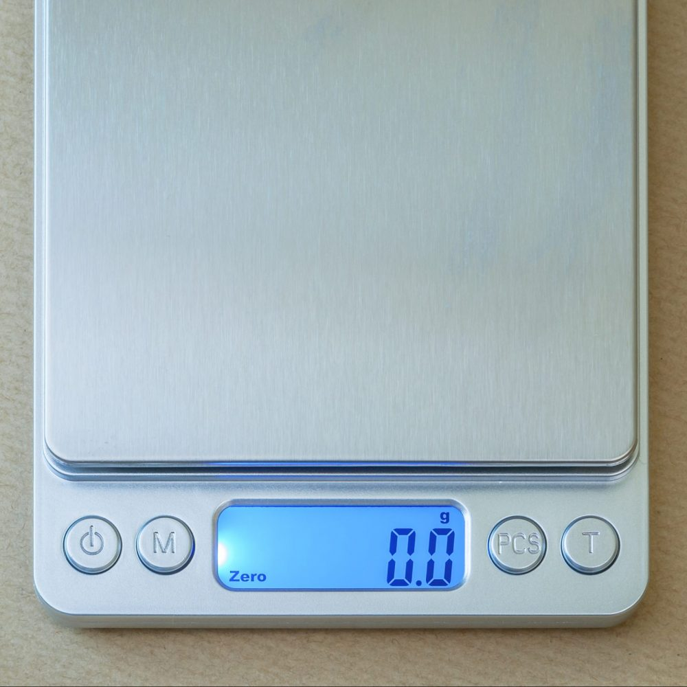 Pocket coffee scale screen with backlight on